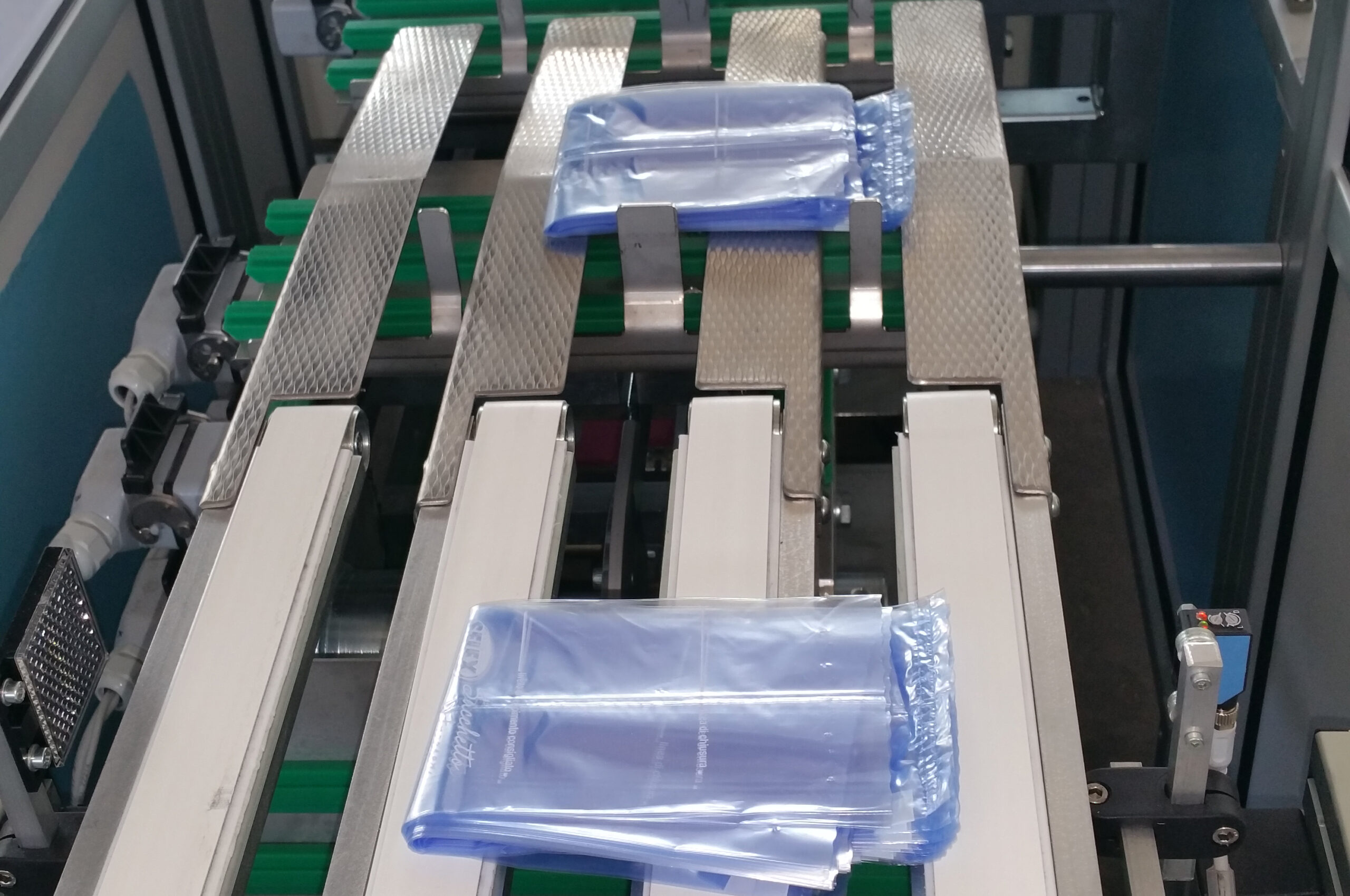 FLEXA | Astucciatrice flessibile per sacchetti Food | CARBONCHI CTI SRL